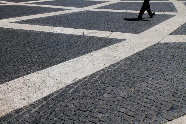 sulla piazza_ Maria Rosaria
