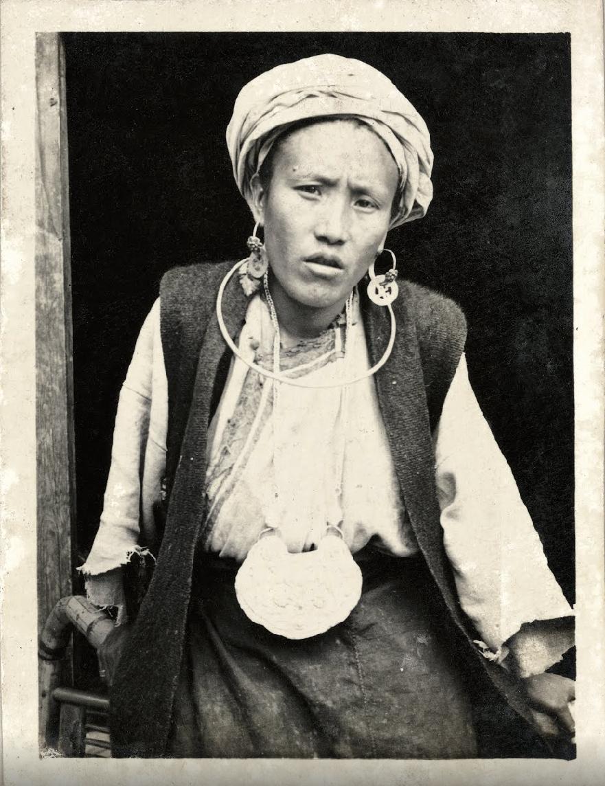 Donna di etnia Qiang nel villaggio di Baoxigou