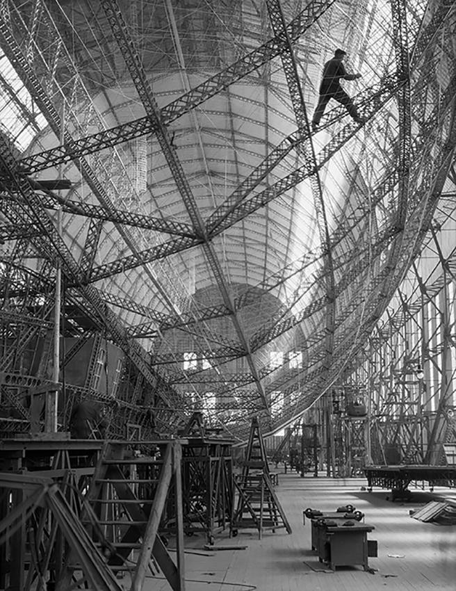 2.1.E.Hoppé Costruzione del dirigibile 1928